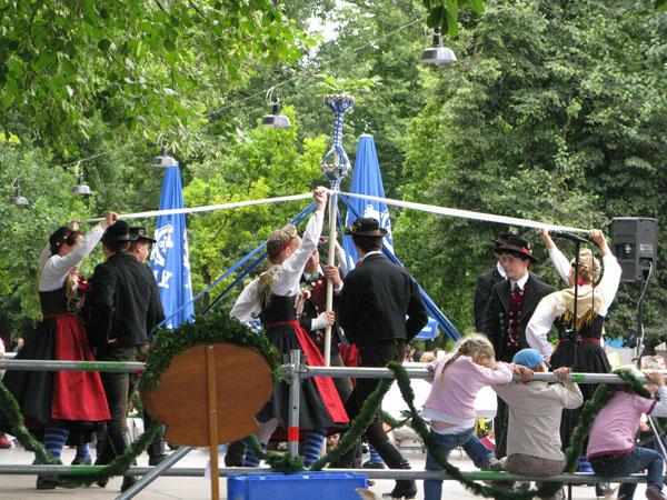 Tradtional Bavarian dancing